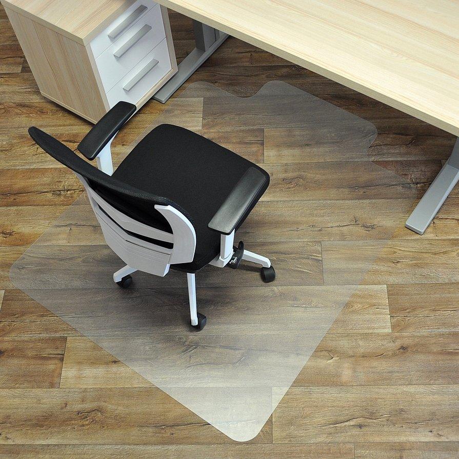 Čirá podložka na hladké povrchy pod židli - délka 150 cm, šířka 120 cm a výška 0,15 cm