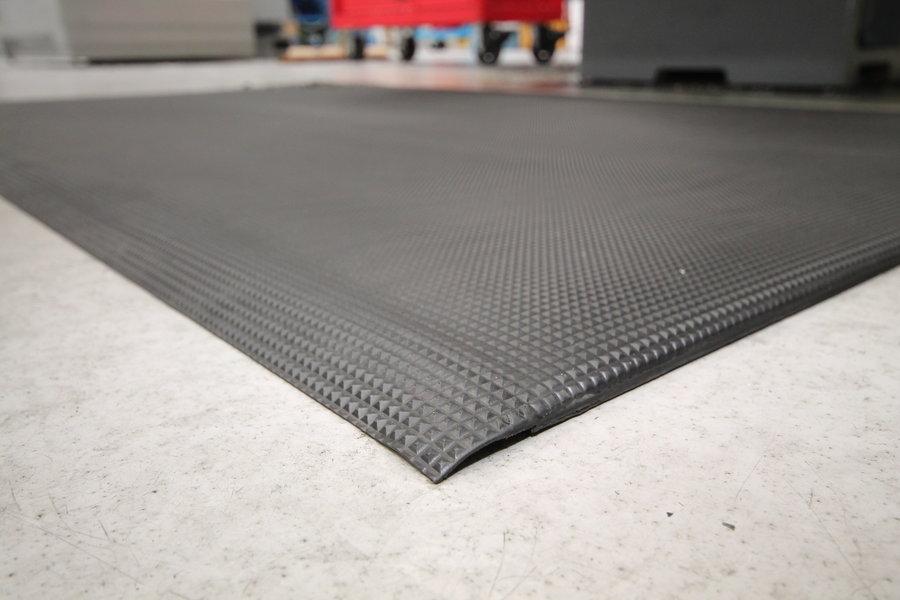 Černá gumová průmyslová protiúnavová protiskluzová rohož - délka 90 cm, šířka 60 cm a výška 1 cm