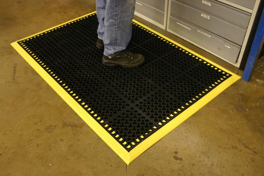 Černá gumová modulární průmyslová protiúnavová protiskluzová rohož COBA Deluxe - délka 150 cm, šířka 100 cm a výška 1,9 cm