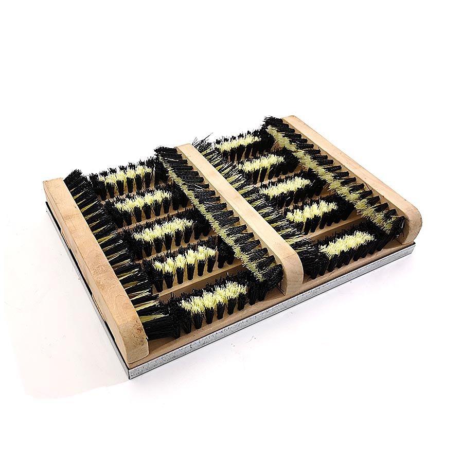 Dřevěný kartáčový čistič bot a podrážek obuvi s kovovou vaničkou - délka 27 cm a šířka 36 cm
