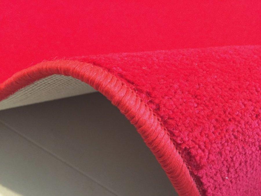 Červený koberec Eton
