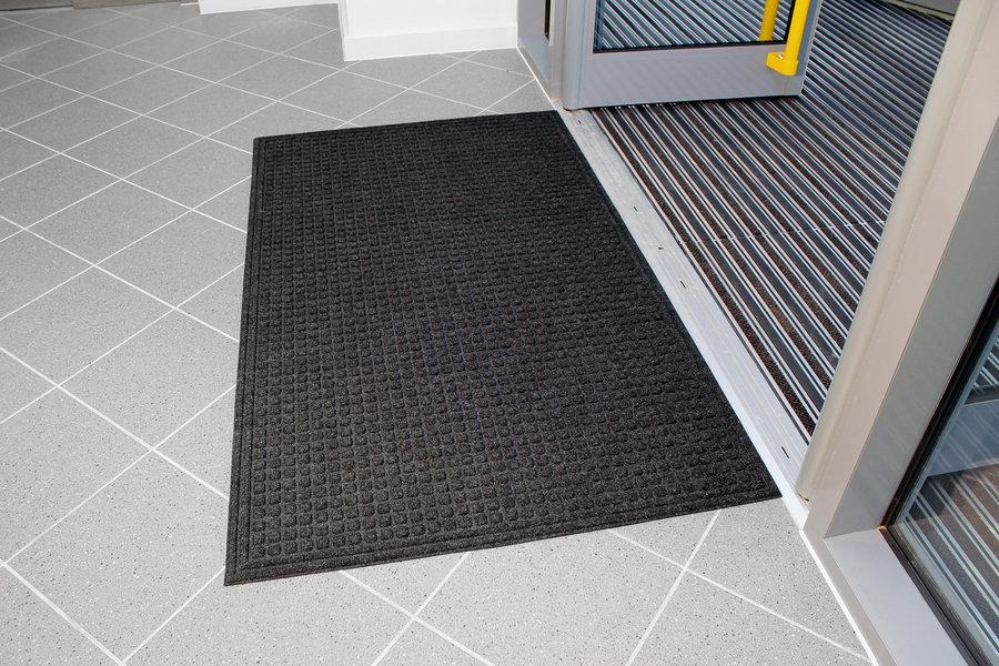 Černá plastová vstupní vnitřní čistící rohož - délka 90 cm, šířka 150 cm a výška 1 cm