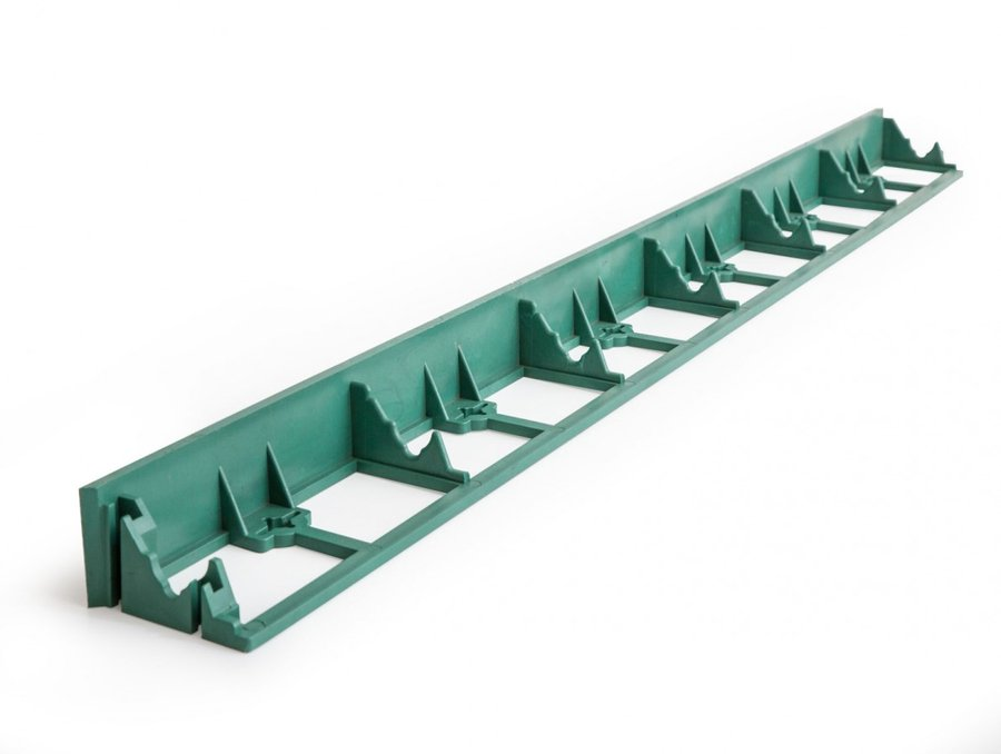 Zelený plastový zahradní neviditelný obrubník - délka 100 cm a výška 4,5 cm