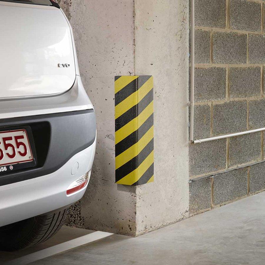 Černo-žlutý pěnový roh na ochranu stěn - šířka 12,5 cm a tloušťka 2,5 cm