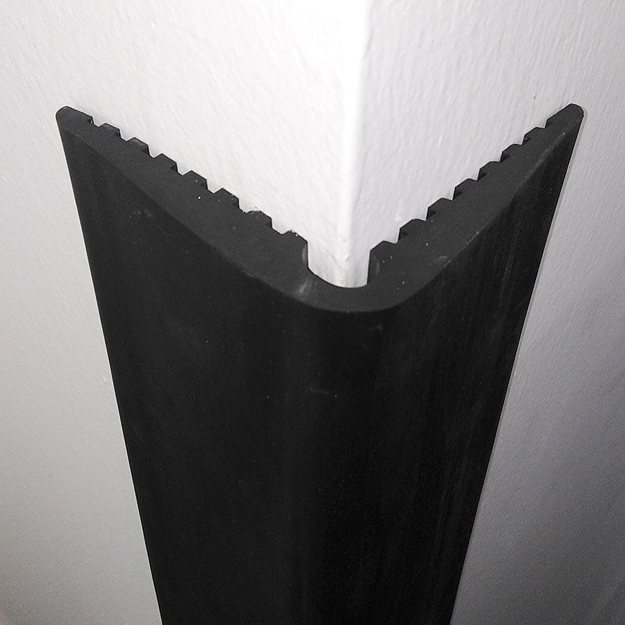 Pryžový ochranný pás (roh) FLOMA - délka 150 cm, šířka 9 cm a tloušťka 1 cm