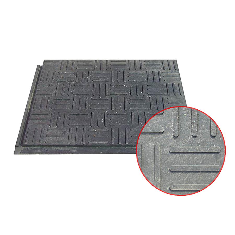 Plastová podlahová stájová deska - délka 80 cm, šířka 60 cm a výška 2,2 cm