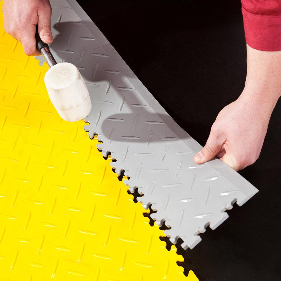 Šedý vinylový plastový rohový nájezd Eco 2046 (penízky), Fortelock - délka 14 cm, šířka 14 cm a výška 0,7 cm