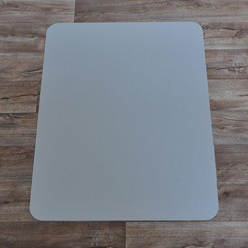 Stříbrná podložka na hladké povrchy pod židli - délka 120 cm, šířka 90 cm a výška 0,15 cm