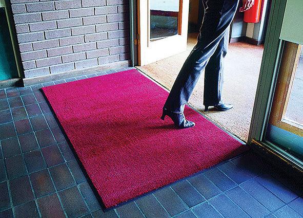 Červená textilní vstupní vnitřní čistící rohož - délka 60 cm, šířka 90 cm a výška 0,7 cm