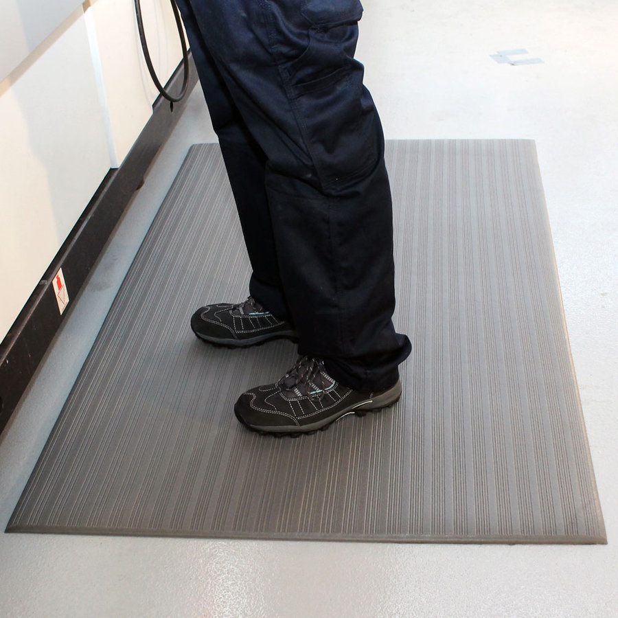 Šedá vinylová protiskluzová protiúnavová průmyslová rohož - délka 150 cm, šířka 90 cm a výška 0,9 cm