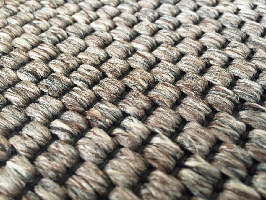 Hnědý koberec Nature
