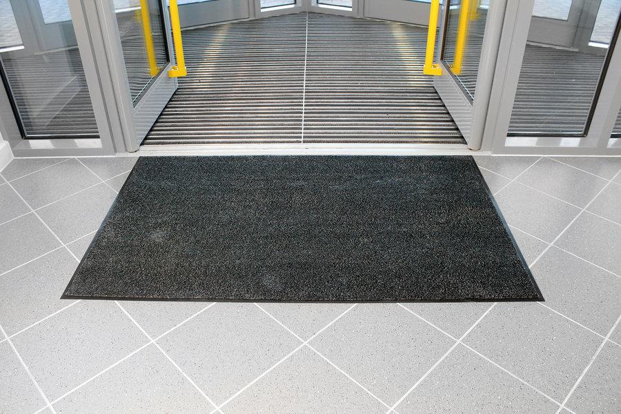 Černá textilní vstupní vnitřní čistící rohož - délka 60 cm, šířka 90 cm a výška 0,8 cm