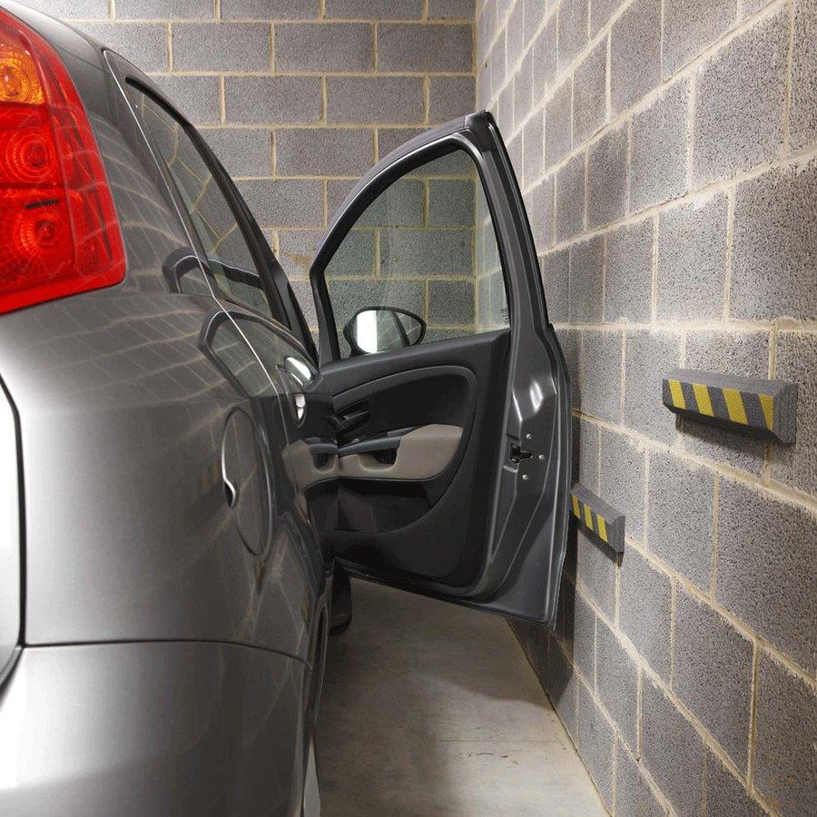 Černo-žlutý pěnový pás na ochranu stěn - délka 50 cm, výška 7 cm a tloušťka 3 cm
