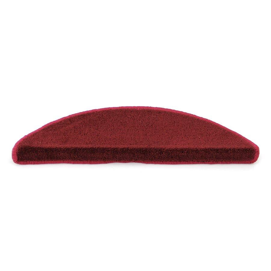 Červený kobercový půlkruhový nášlap na schody Parma - délka 56 cm a šířka 17 cm