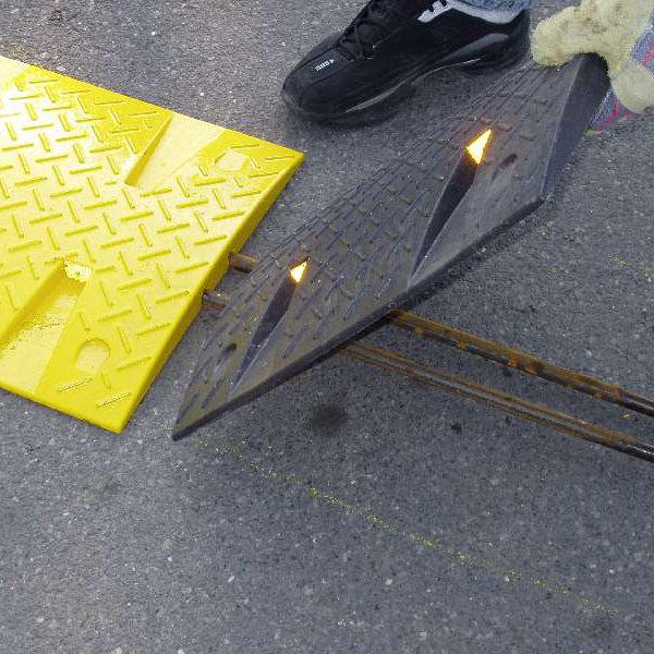 Ocelová výztuha pro zpomalovací prahy - 10 km / hod - průměr 1,6 cm a délka 120 cm