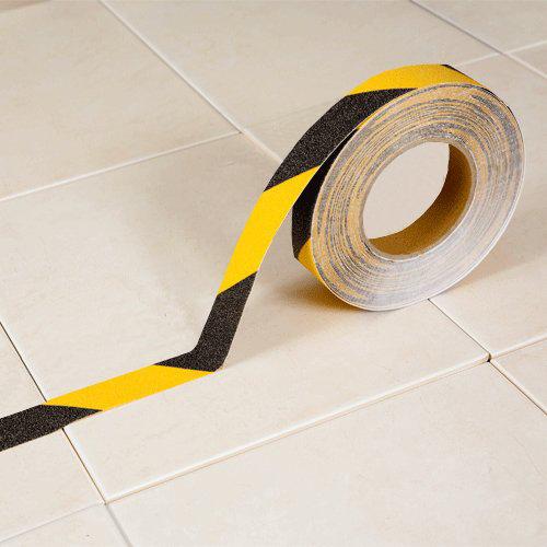 Černo-žlutá korundová protiskluzová páska - délka 18 m a šířka 2,5 cm