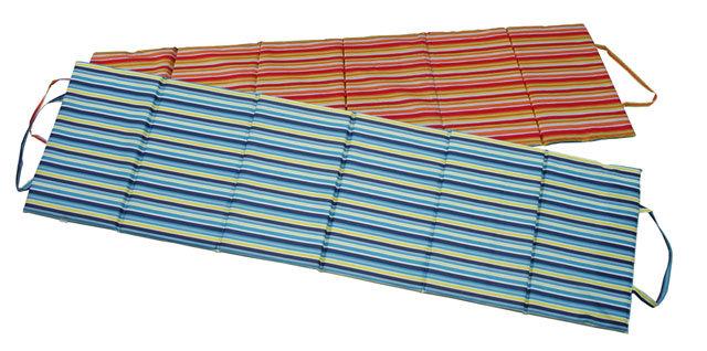 Červené skládací plážové lehátko - délka 195 cm, šířka 55 cm a výška 1,5 cm