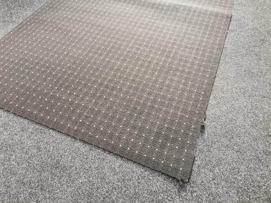 Antracitový koberec - délka 170 cm a šířka 300 cm
