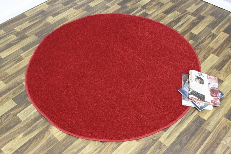 Červený kusový kulatý koberec Nasty