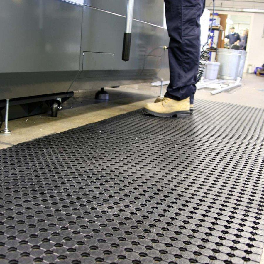 Černá gumová průmyslová protiskluzová rohož - délka 5 m, šířka 90 cm a výška 1 cm