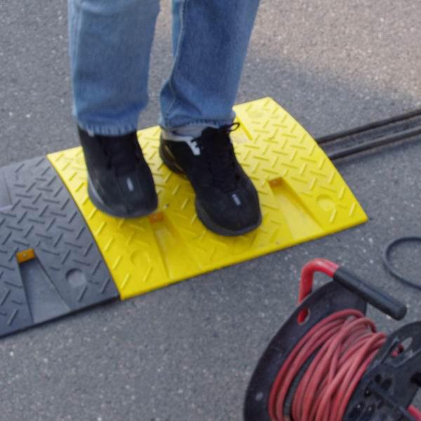 Ocelová výztuha pro zpomalovací prahy do 20 km / hod - průměr 1,6 cm a délka 100 cm