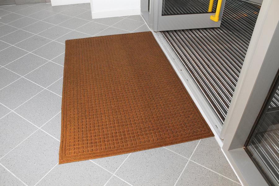 Hnědá plastová vstupní vnitřní čistící rohož - délka 120 cm, šířka 180 cm a výška 1 cm