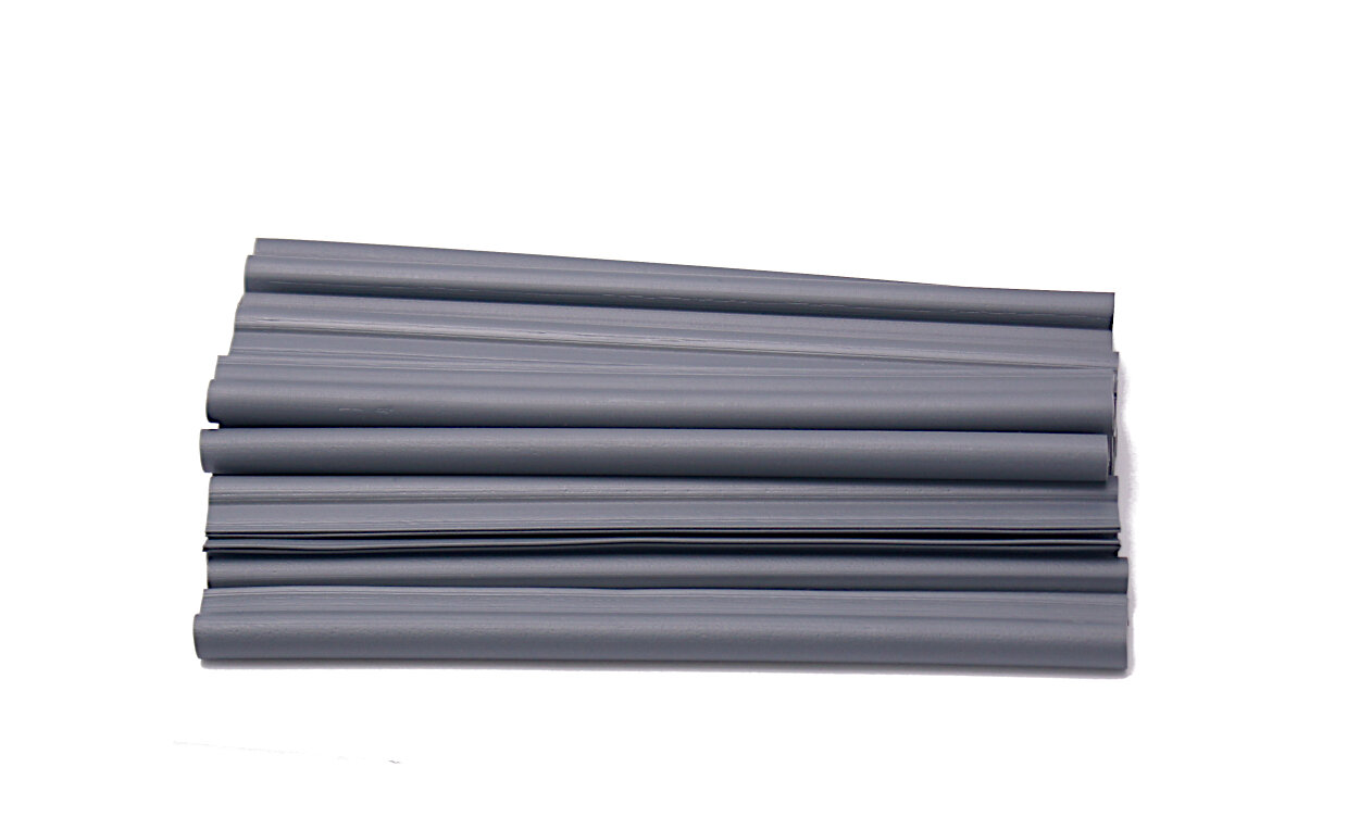 Šedý plastový plotový úchyt - délka 19 cm