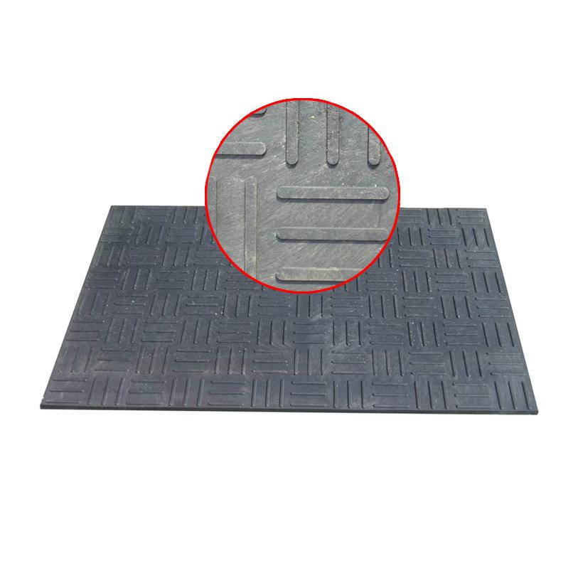 Plastová hladká podlahová stájová deska - délka 120 cm, šířka 80 cm a výška 1,2 cm