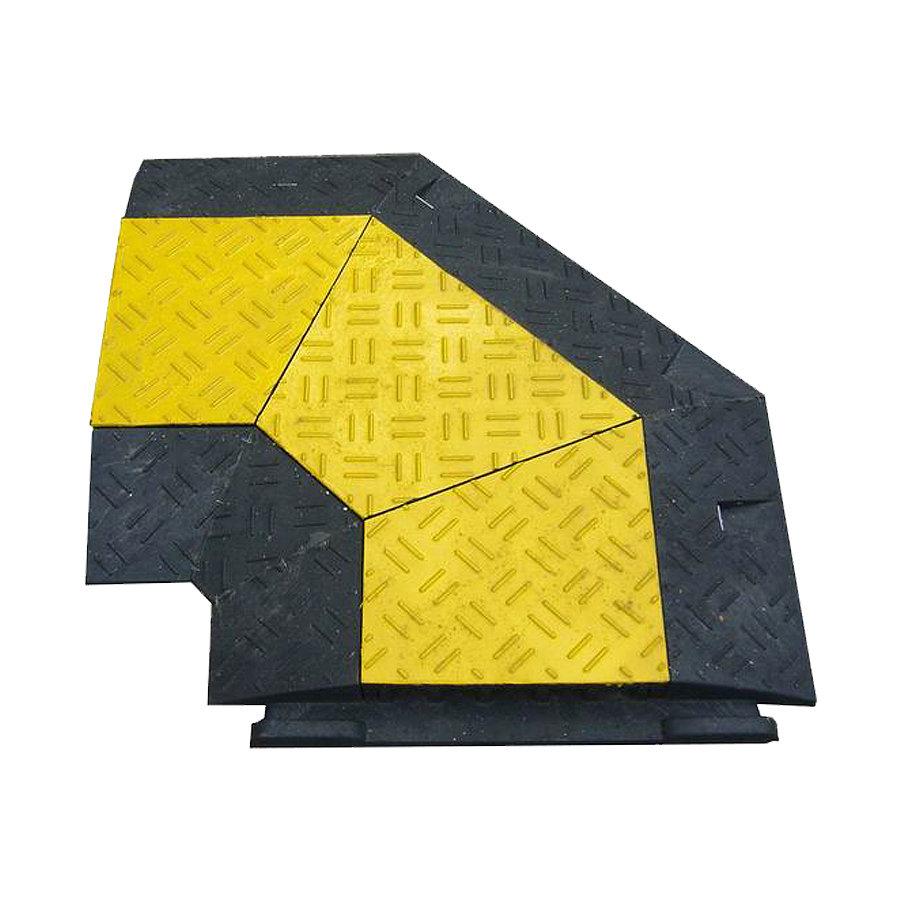 """Černo-žlutý plastový kabelový rohový most s víkem """"pravá zatáčka"""" - délka 50 cm, šířka 43 cm a výška 6 cm"""