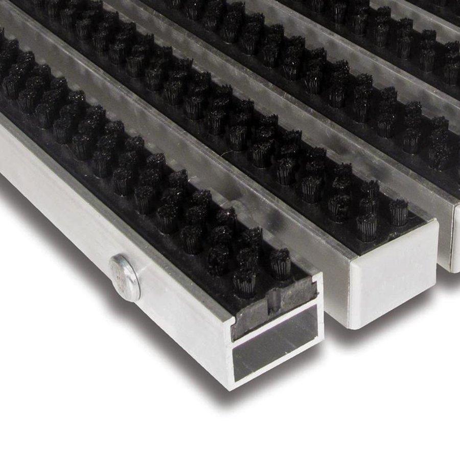 Černá hliníková kartáčová venkovní vstupní rohož Alu Super, FLOMAT - délka 1 cm, šířka 1 cm a výška 2,7 cm