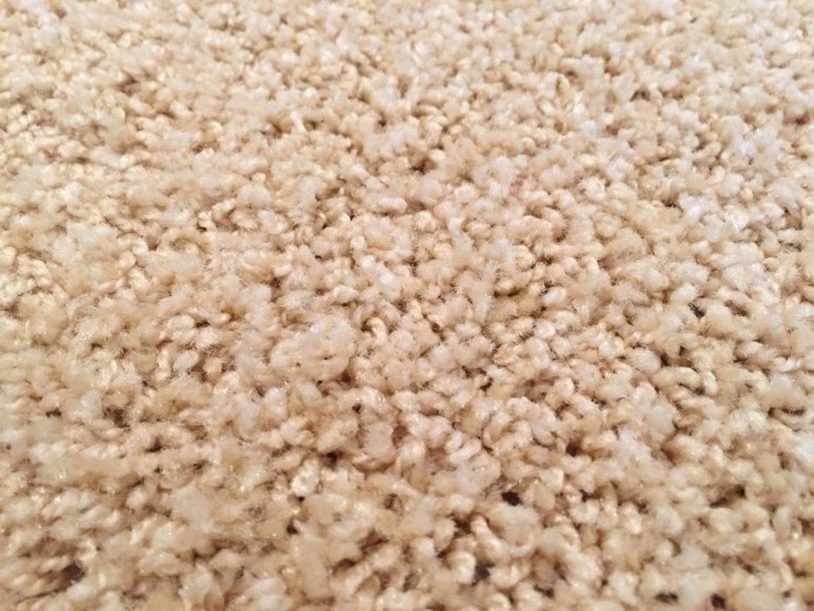 Béžový koberec Shaggy