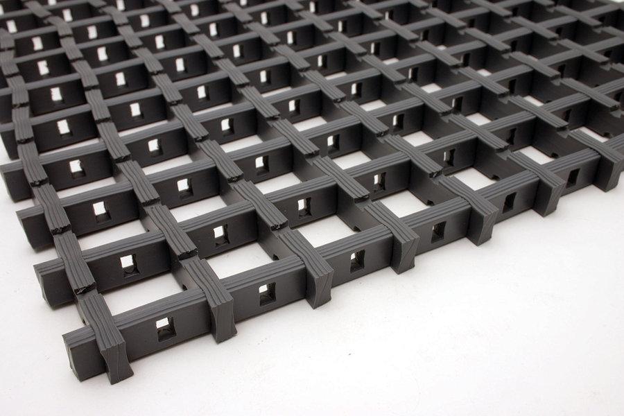 Černá univerzální průmyslová protiskluzová olejivzdorná rohož (mřížka 22 x 22 mm) - délka 5 m, šířka 120 cm a výška 1,2 cm