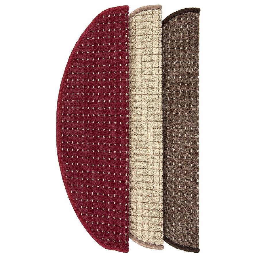 Vínový kobercový půlkruhový nášlap na schody Birmingham - délka 24 cm a šířka 65 cm