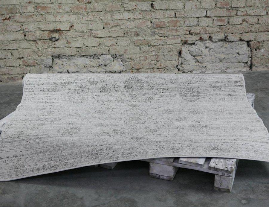 Šedý kusový moderní koberec