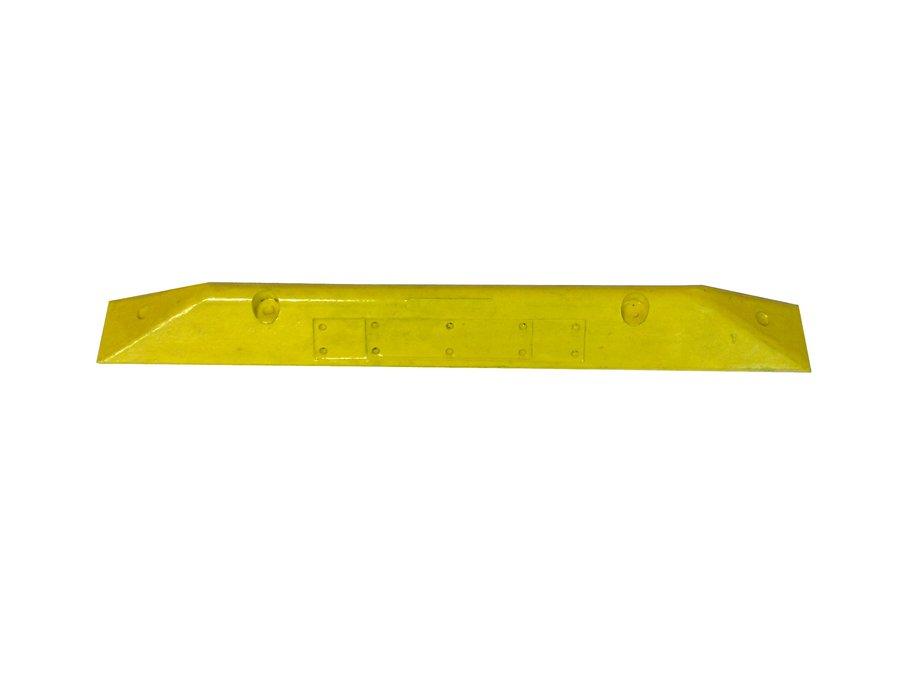 Žlutý plastový parkovací doraz - délka 78 cm, šířka 8 cm a výška 6 cm