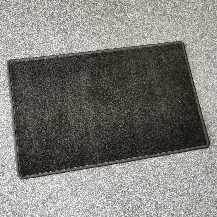 Černý kusový koberec Eton - délka 80 cm a šířka 50 cm