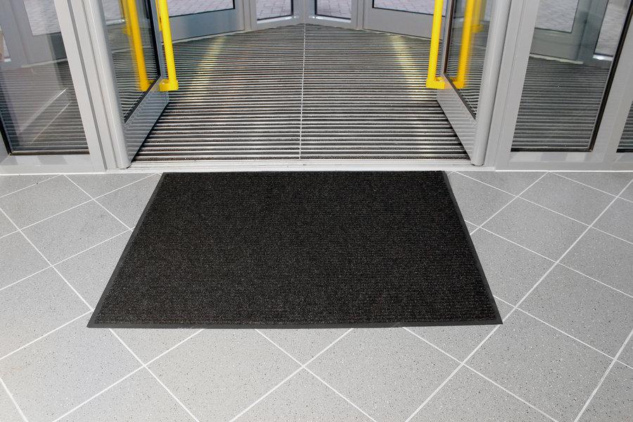 Černá textilní vstupní vnitřní čistící rohož - délka 60 cm, šířka 90 cm a výška 0,7 cm