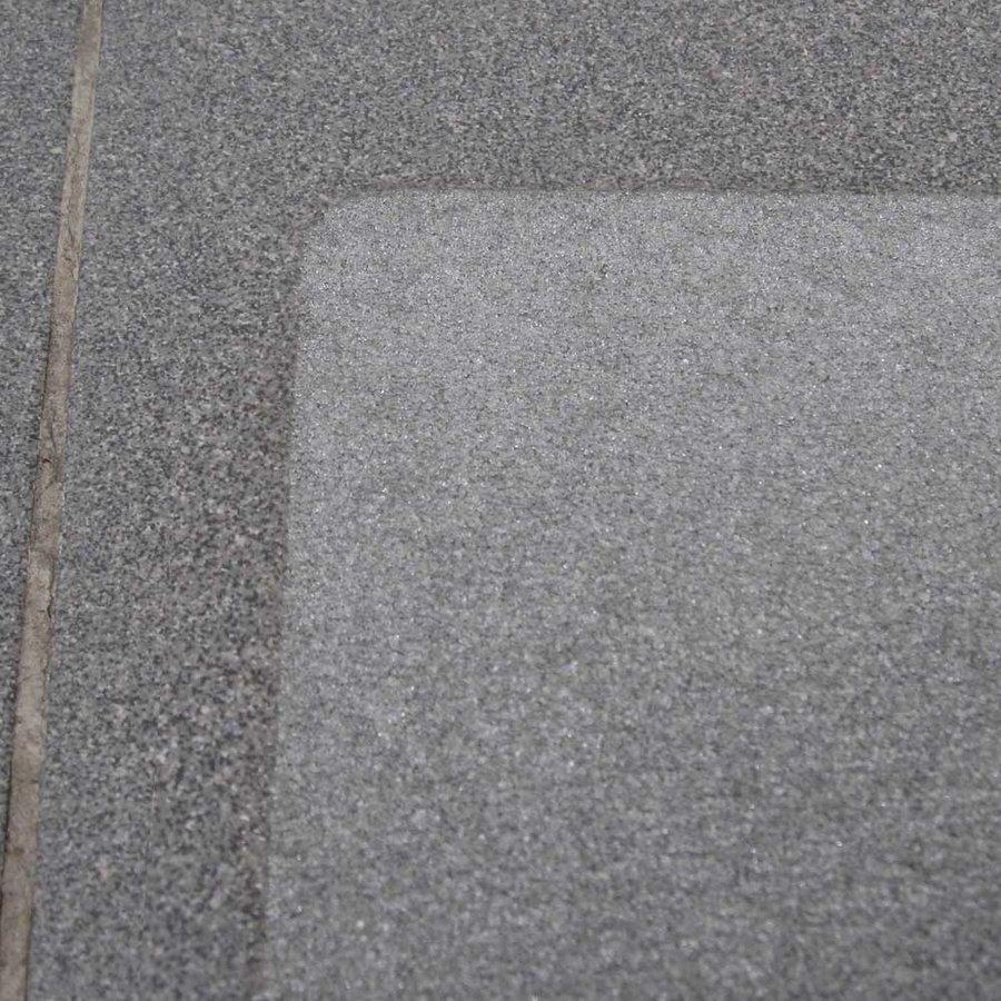 Čirá korundová protiskluzová průhledná samolepící páska (dlaždice) - délka 24 cm a šířka 24 cm