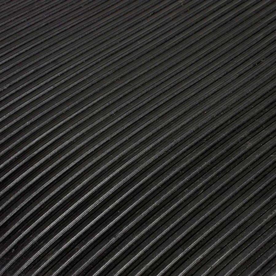 Černá gumová průmyslová protiúnavová rohož - délka 15,3 m, šířka 90 cm a výška 1 cm