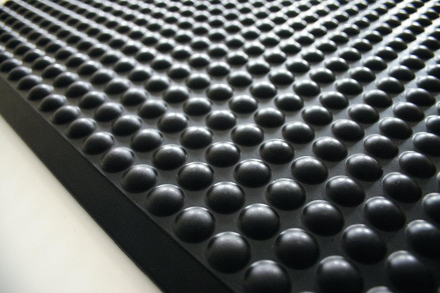 Černá gumová průmyslová protiúnavová rohož - délka 90 cm, šířka 60 cm a výška 1,5 cm