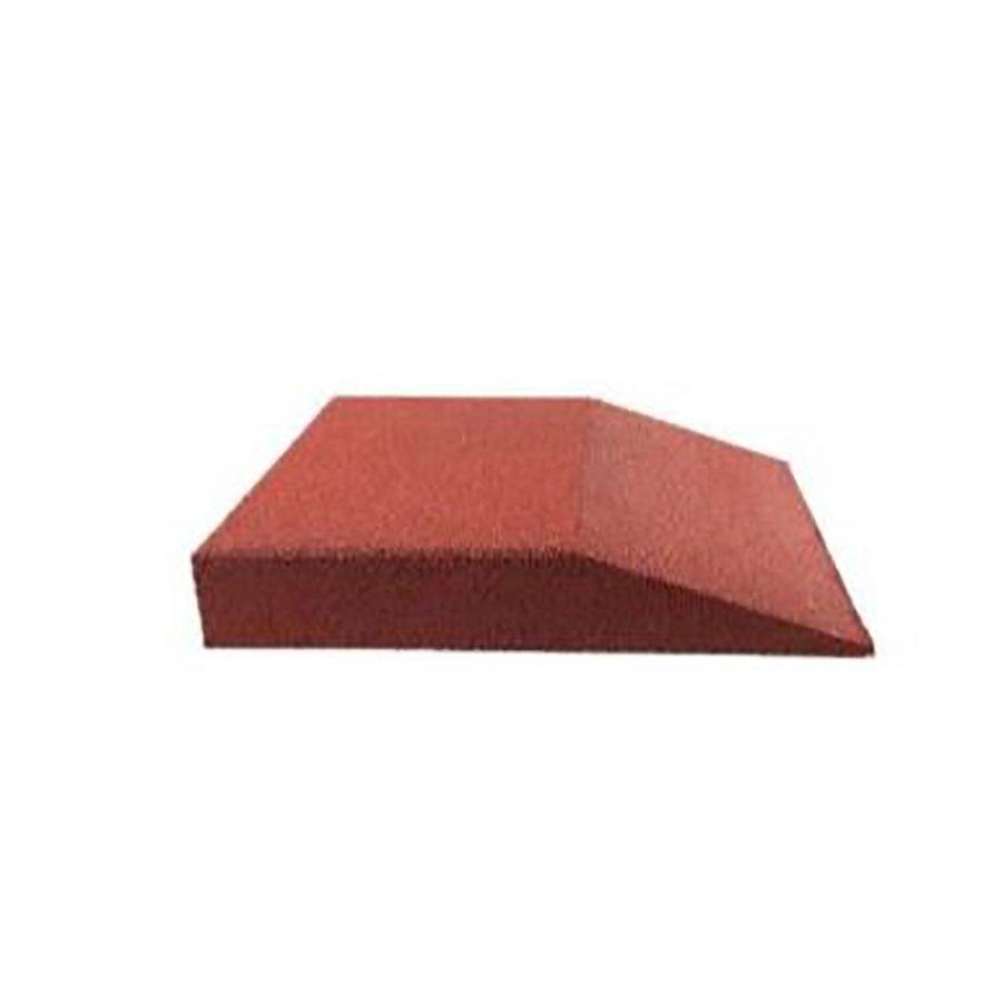 Červená gumová krajová deska (V80/R00) - délka 50 cm, šířka 50 cm a výška 8 cm