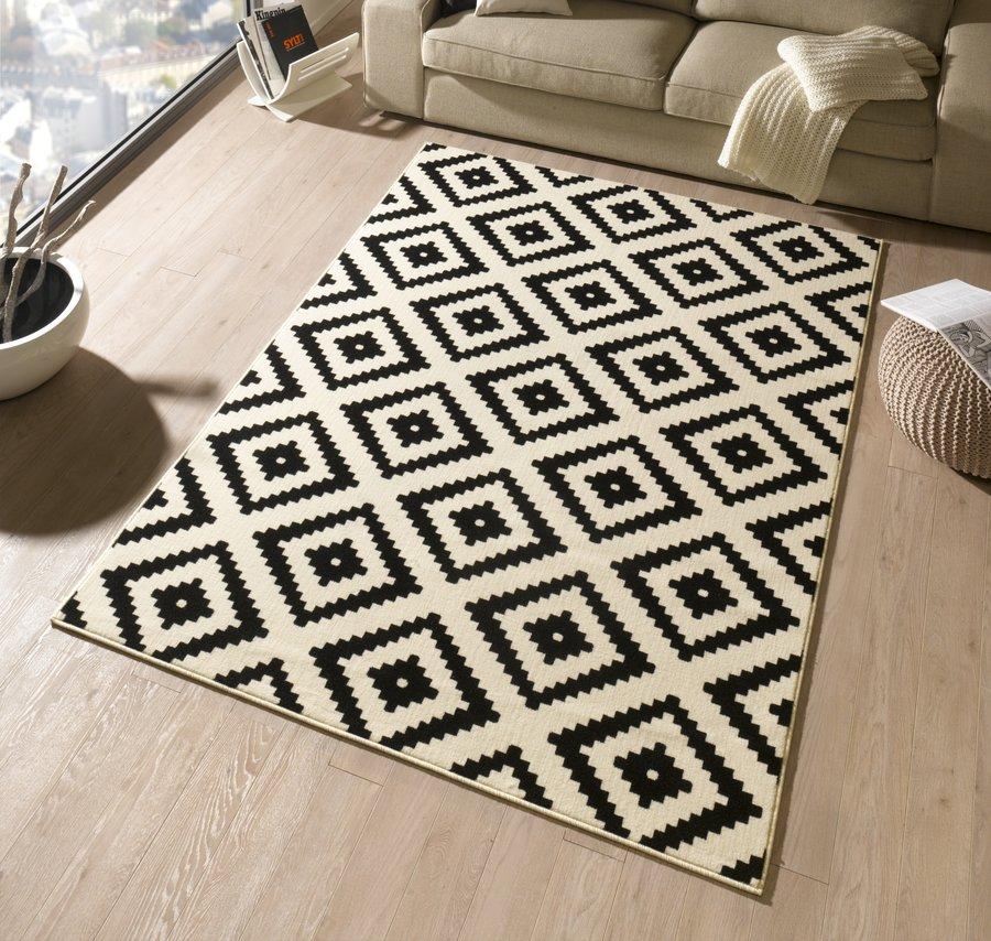 Černý moderní kusový koberec Hamla - délka 170 cm a šířka 120 cm