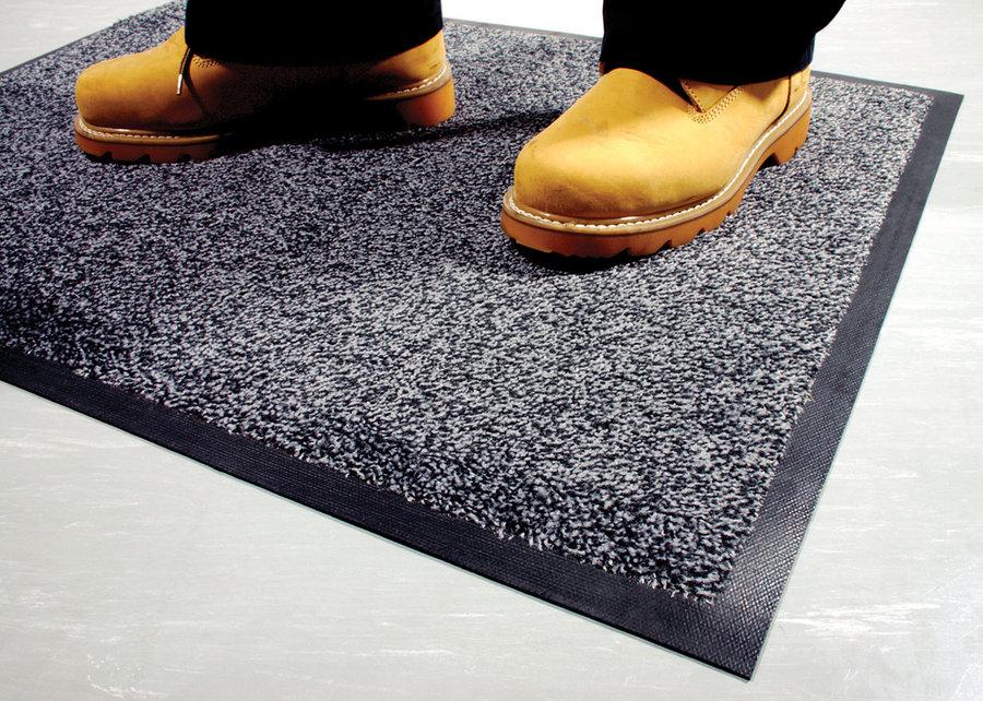 Šedá textilní vstupní vnitřní čistící rohož - délka 85 cm, šířka 150 cm a výška 0,9 cm