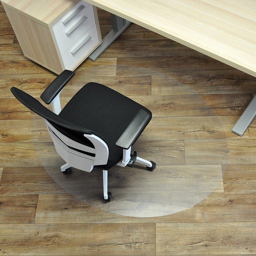 Čirá podložka pod židli na hladké povrchy - délka 150 cm, šířka 120 cm a výška 0,15 cm