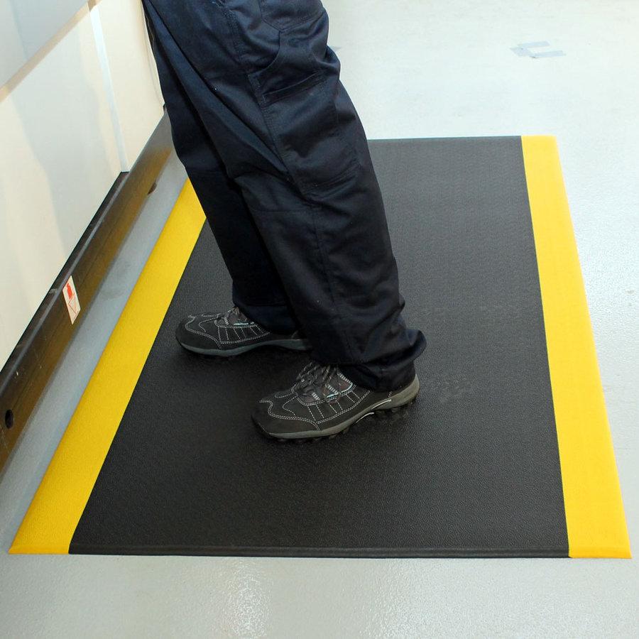 Černo-žlutá vinylová protiskluzová protiúnavová průmyslová rohož - délka 150 cm, šířka 90 cm a výška 0,9 cm