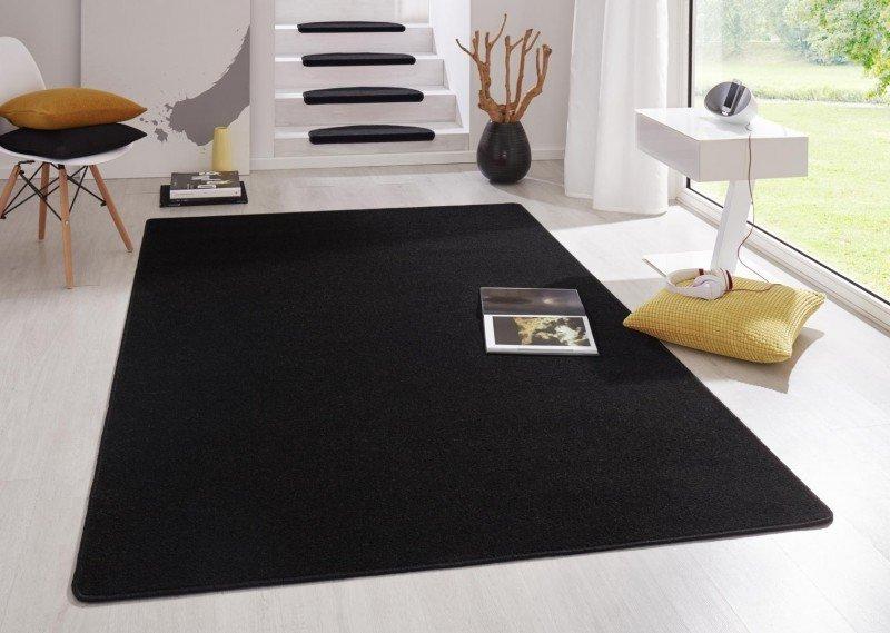 Černý kusový koberec Fancy