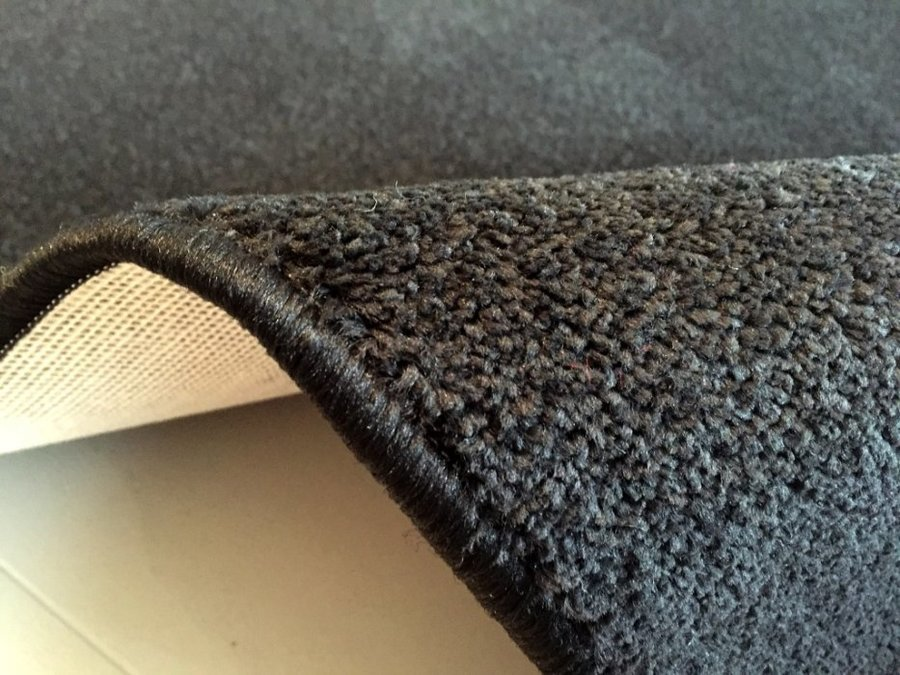 Černý koberec Eton