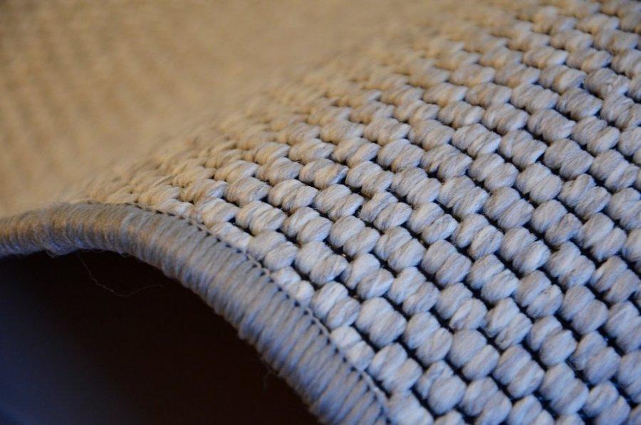 Šedý kusový koberec Nature - délka 150 cm a šířka 80 cm