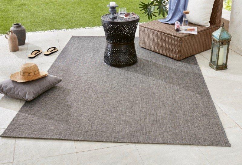 Černý kusový koberec Meadow