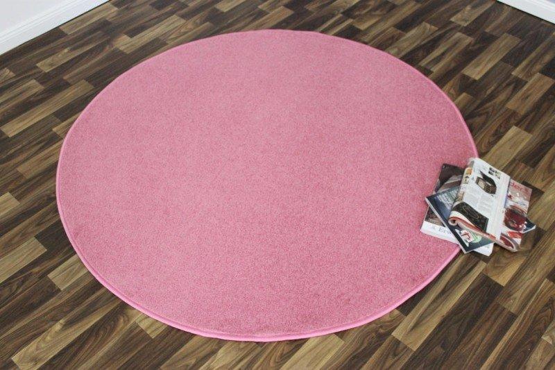 Růžový kusový kulatý koberec Nasty